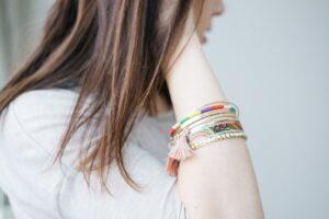 Smykker i god kvalitet på kvinde