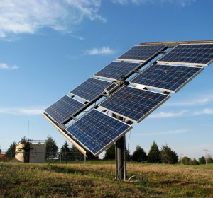 solar-panel-in-the-field-4-1415235-640x480